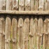 Stara wietrzejąca beli ściana Drewniany ogrodzenie od starych pionowo bel Squ Obrazy Royalty Free