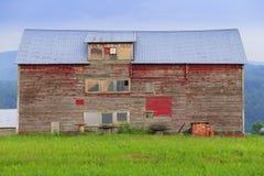 Stara wietrzejąca stajnia w Stowe Vermont zdjęcia stock
