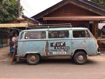 Stara wolkswagena Samochodu dostawczego Jedzenie ciężarówka dla sprzedaży kawy Zdjęcia Royalty Free