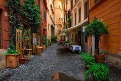 Stara wygodna ulica w Rzym, Włochy obrazy royalty free