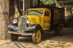 Stara wzorcowa Chevrolet furgonetka Rocznika samochodu styl Zdjęcie Stock
