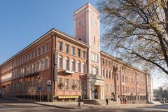 Stara Zagora, BULGARIA - 1 de abril de 2017: Edificio de la oficina de correos con la torre de reloj de Stara Zagora, Bulgaria El Imagen de archivo libre de regalías