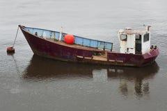 Stara zakotwiczająca łódź Zdjęcia Royalty Free
