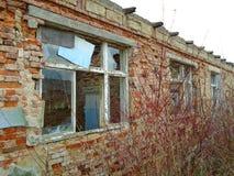 Stara zaniechana fabryka od komunistycznych czasów Zdjęcia Royalty Free