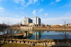 Stara zaniechana fabryka, przemysłowa archeologia Włochy Zdjęcie Stock