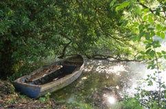 Stara zapominająca łódź Fotografia Stock