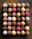 Staranny mieszkanie nieatutowy luksusowi czekoladowi pralines obrazy royalty free