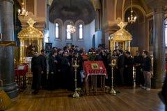 在圣尼古拉修道院的欢乐复活节崇拜在Staraya L 库存图片