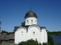 Staraya Ladoga fästning, Sts George kyrka i Royaltyfri Bild