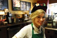 Starbucks besetzen mit Personal Stockbild