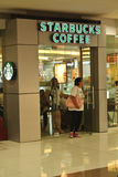 Starbucks coffee shop i gallerior i philippines Royaltyfri Fotografi