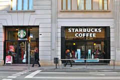 Starbucks coffeeshop in de straat van Barcelona Stock Foto