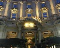 Starbucks-Eröffnungstag in Mailand, Italien stockfoto