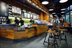 Starbucks kaféinre royaltyfria bilder