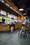 Starbucks kawiarni wnętrze Zdjęcia Stock
