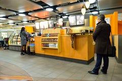 Starbucks kawiarni wnętrze Obraz Royalty Free