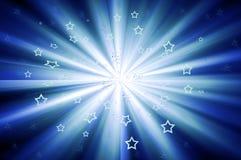 Starburst con le stelle sparse in azzurro Immagini Stock