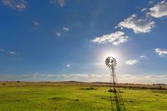 Starburst de Sun dans un moulin à vent Photos stock