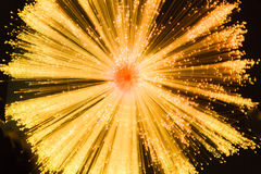Starburst linéaire dans l'or et le noir Photo libre de droits