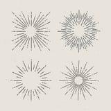Starburst, sunrays Комплект sunbursts нарисованных рукой на светлой предпосылке Стоковое фото RF