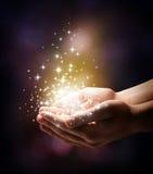 Stardust y magia en sus manos Imagen de archivo libre de regalías
