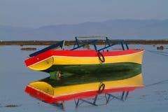 Stare łodzie w płyciznach obraz stock