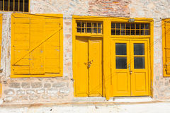 Stare żółte drzwiowe ramy Obrazy Stock