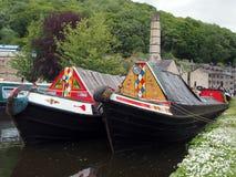 stare barki przy wąskich łodzi świetlicowym zgromadzeniem trzymającym na mogą przy hebden most w zachodzie dzień wolny od pracy n fotografia royalty free