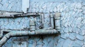 Stare Brudne Wodne drymby na rocznik Malującej Ściennej teksturze - Błękitny Te zdjęcie stock