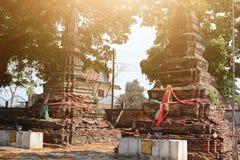 Stare ceglane pagodowe Buddyjskie wiary w Tajlandzkich świątyniach, atrakcje turystyczne Lokalizować outdoors obrazy royalty free