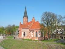Stare czerwone cegły kościół, Lithuania obraz royalty free