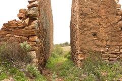Stare czerwonego brick/kamienne ściany zaniechani domy, background/tekstura zdjęcie royalty free