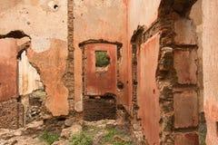 Stare czerwonego brick/kamienne ściany zaniechani domy, background/tekstura obrazy royalty free