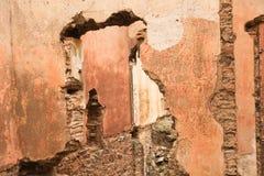 Stare czerwonego brick/kamienne ściany zaniechani domy, background/tekstura obraz royalty free