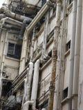 Stare drymby na fasadzie budynek zdjęcia royalty free