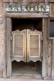stare drzwi baru kołyszący western obraz royalty free