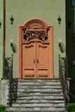 stare drzwi budynku. Obrazy Stock