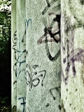 Stare, graffitied kolumny, z rzędu Zdjęcie Stock