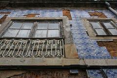 Stare kolorowe i kafelkowe fasady w Lisbon Zdjęcie Stock