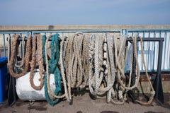 Stare Kotwicowe arkany i Cumownicze linie Zdjęcie Royalty Free