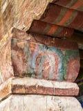 Stare, krakingowe drewniane kolumny antyczna Buddyjska świątynia, Zdjęcie Royalty Free