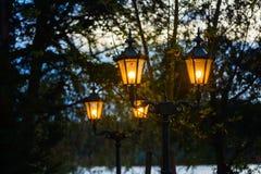 Stare latarnie uliczne przy półmrokiem Fotografia Royalty Free
