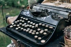 stare maszyny do pisania Rocznika maszyna do pisania maszyna, selekcyjna ostrość Fotografia Royalty Free