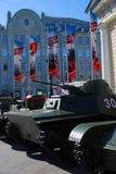 Stare militarne maszyny pokazywać w Moskwa centrum miasta zdjęcie royalty free