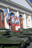 Stare militarne maszyny pokazywać w Moskwa centrum miasta, Manege zdjęcie royalty free