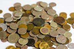 stare monety po rosyjsku Rozrzucone monety w ramy tle Obrazy Stock