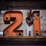 21 - stare neonowego światła liczby - rocznik typografia Zdjęcia Royalty Free