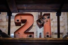 21 - stare neonowego światła liczby - rocznik typografia Zdjęcie Royalty Free
