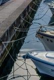 Stare łodzie rybackie w schronieniu Zdjęcia Royalty Free