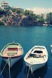 Stare łodzie rybackie w schronieniu Agios Nikolaos, Crete, Grecja Obrazy Stock